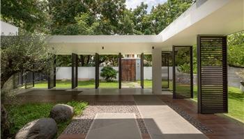 Nhà 2 tầng của cặp vợ chồng đam mê du lịch, thiết kế 3 khoảng sân để gần gũi với thiên nhiên