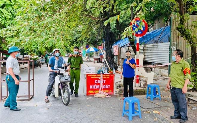 Hà Nội: Người dân coi chừng bị phạt đến 3 triệu đồng nếu không đeo khẩu trang nơi công cộng, không giữ khoảng cách theo quy định