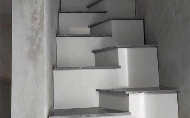 Buồn cười kiểu thiết kế cầu thang độc, lạ do gia chủ nghỉ ra, CĐM phán ngay chỉ có chân vòng kiềng mới đi nổi.